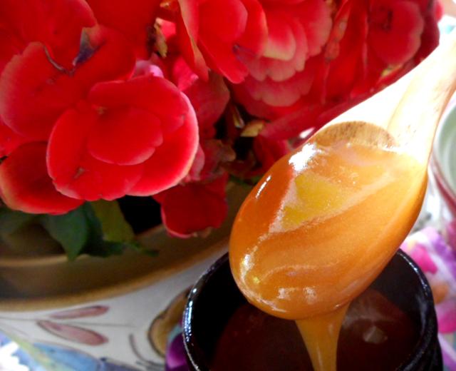 ハチミツの栄養効果を存分に享受するには非加熱・無添加のものを選ぶ。