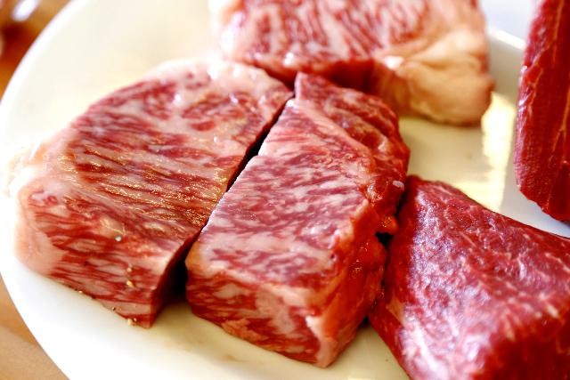 肉食中心の食事は大腸がんの原因になりやすい