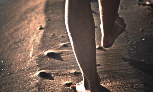 歩く瞑想は現在(いま)と身体感覚を意識するのにオススメ。