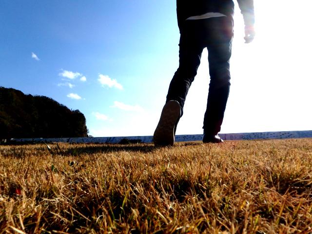歩く瞑想は現在(いま)と身体感覚を意識するのにオススメ