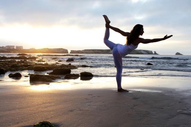 ゆっくりとした運動をしながら身体を観察。