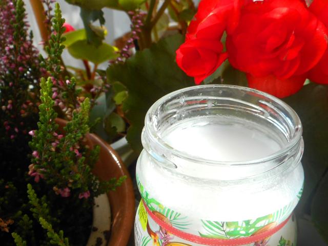 調理の際、ココナッツオイルをサラダ油・植物油の代わりに使う。