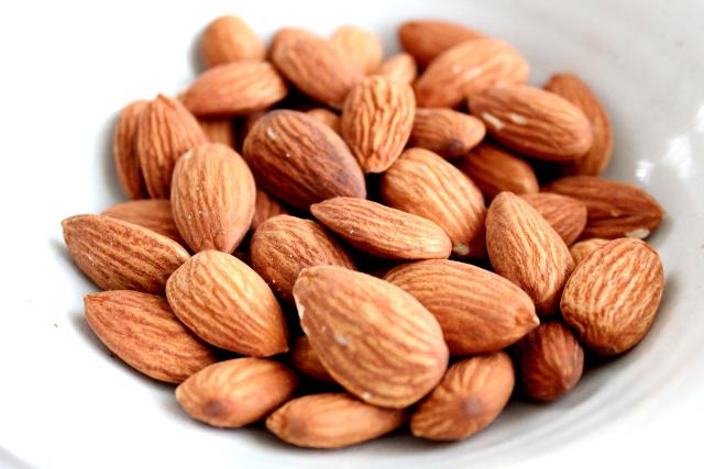 ビタミンEを多く含んだ食品 アーモンド