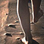 """<span class=""""title"""">【歩く瞑想】ウォーキング・マインドフルネスで現在(いま)と身体感覚を意識する。</span>"""